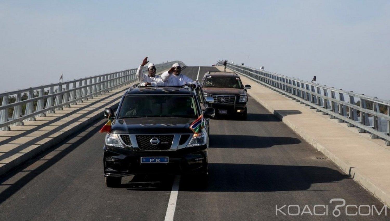 Sénégal-Gambie : Macky Sall et Adama Barrow inaugurent le « Senegambia Bridge »