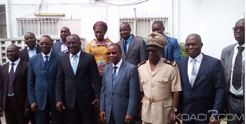 Côte d'Ivoire : L'érosion frontale a fait disparaitre 60 tombes à Lahou Kpanda, le ministre de l'environnement propose une solution palliative