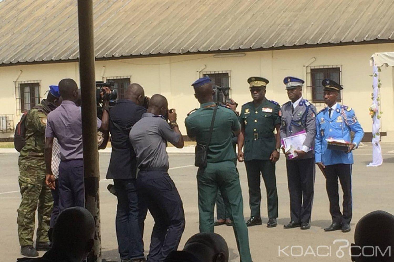 Côte d'Ivoire : Un élément des sapeurs pompiers distingué pour avoir remis 10 millions appartenant à une victime d'accident de la circulation après son évacuation