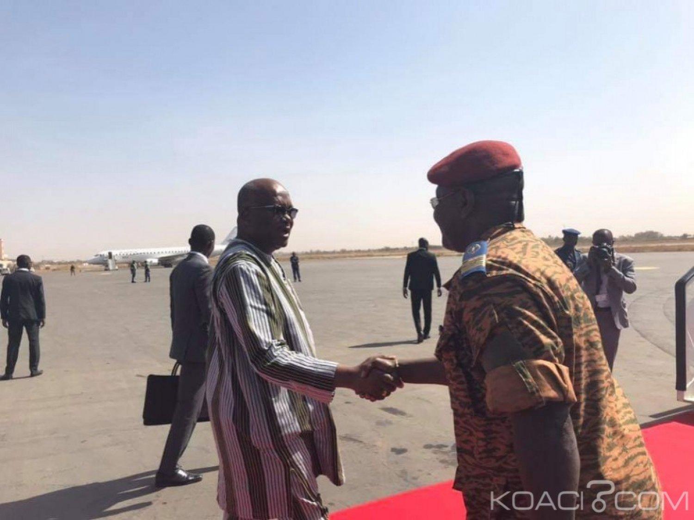 Burkina Faso : Le président Kaboré à Accra pour un sommet sur la sécurité
