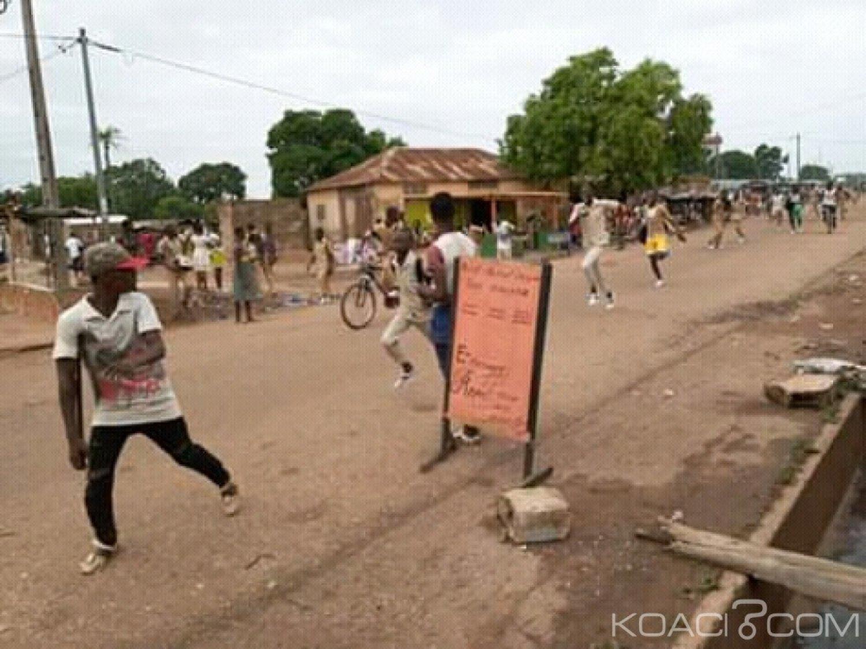 Côte d'Ivoire : À Daoukro, pour la date d'arrêt des notes trouvée très proche, des élèves manifestent dans la ville