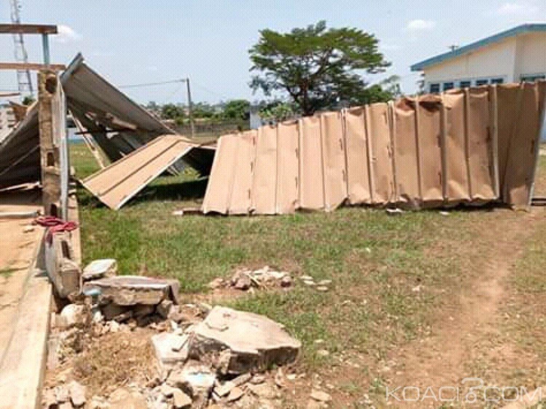 Côte d'Ivoire : Daoukro, suite à un vent violent, la toiture d'un bà¢timent de l'hôpital décoiffée