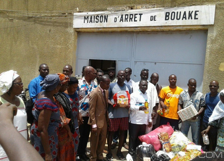 Côte d'Ivoire : Les journalistes solidaires des pensionnaires de  la prison civile, à l'Arche et à l'hôpital Saint Camille