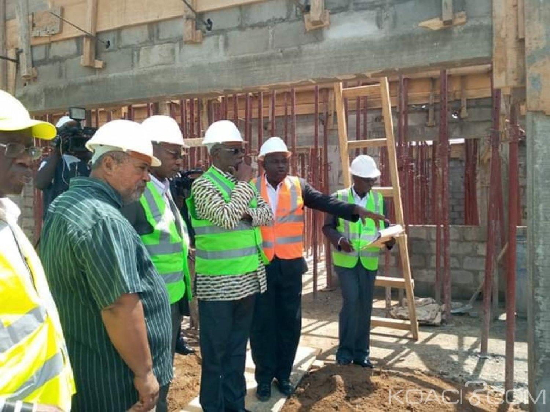 Côte d'Ivoire : Yopougon, le maire sur les chantiers en cours de réalisation a lancé une  opération d'assainissement autour des écoles