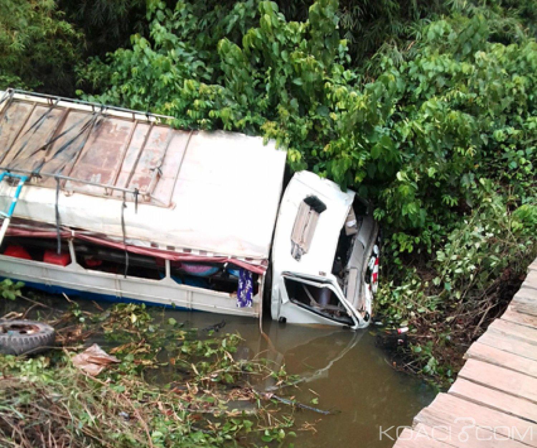 Côte d'Ivoire : Un camion transportant des passagers finit sa course dans une rivière,  des morts