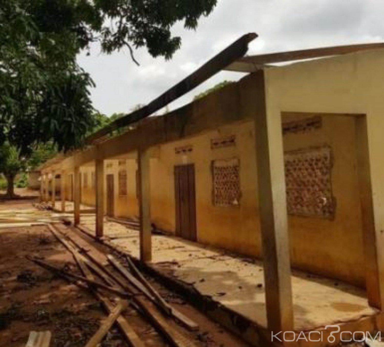 Côte d'Ivoire : À Assuefry, le maire décoiffe la toiture d'une école primaire faite par un fils de la commune