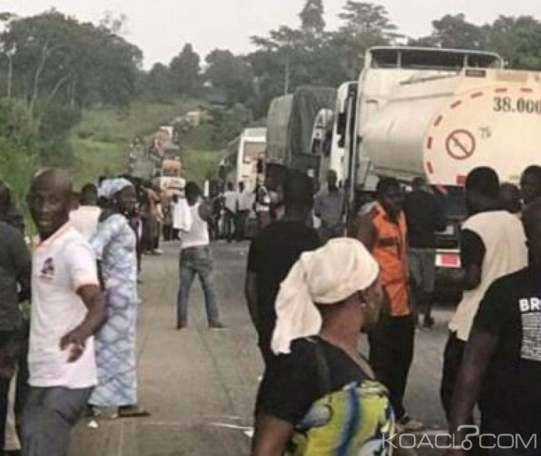 Côte d'Ivoire : Sur l'axe Bouaké-Tiébissou depuis plusieurs heures, un camion renversé sur la voie perturbe le trafic