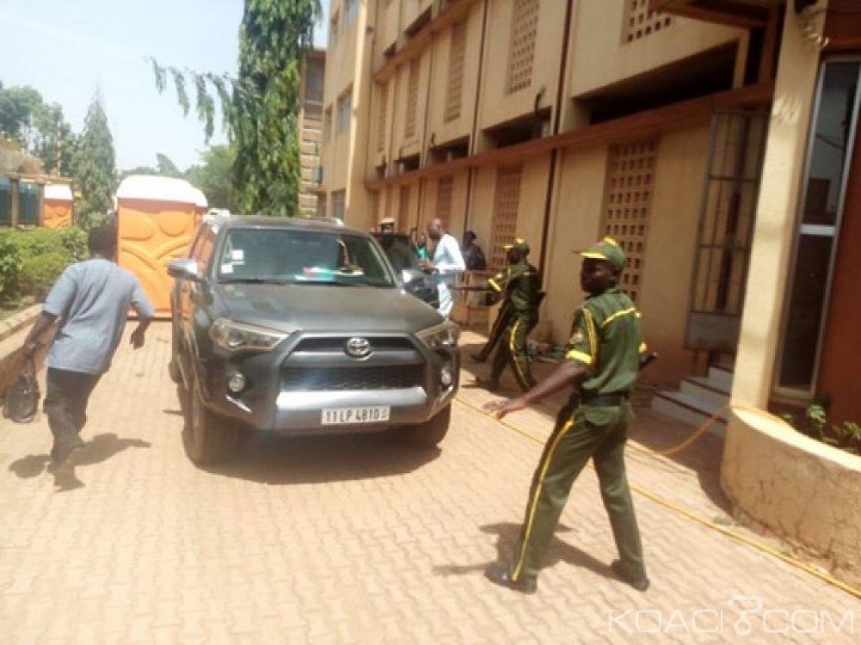 Burkina Faso : Le DG de la poste hué et chassé par ses agents lors d'un mouvement d'humeur