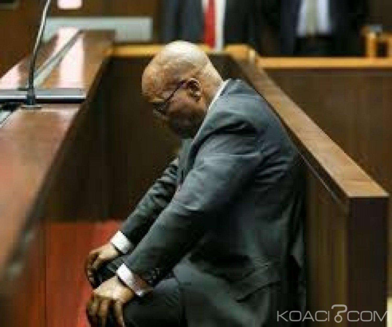 Afrique du Sud: L'ex- Président Zuma dit avoir vendu sa chemise pour payer ses avocats