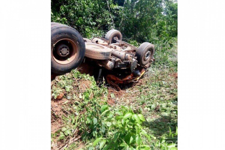 Côte d'Ivoire: À Duekoue, un camion de ciment fait une sortie de route, l'apprenti mort sur-le-champ
