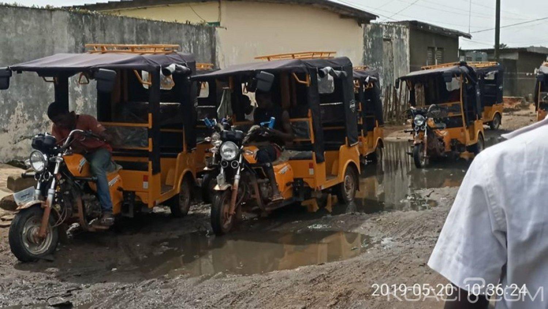 Côte d'Ivoire : Malgré leur interdiction sur le district d'Abidjan, des tricycles dans le transport commun à Akéikoi dans la commune d'Abobo