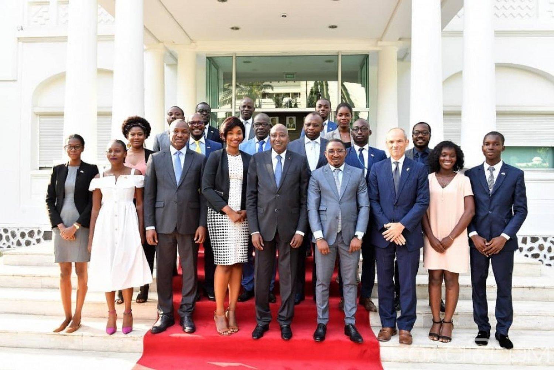 Côte d'Ivoire:  Les 15 jeunes Ivoiriens bénéficiaires du programme de formation Mandela Washington Fellowship reçus par Gon avant leur départ pour les USA