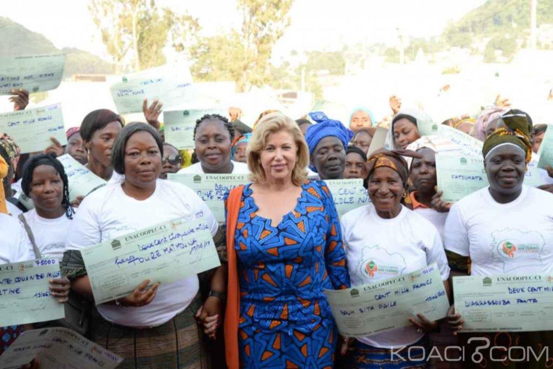 Côte d'Ivoire : Dominique Ouattara vole au secours des femmes du Tonpki pour leur autonomisation, un chèque d'un milliard offert