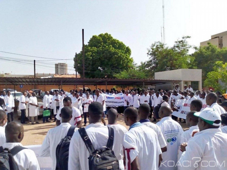 Burkina Faso : Des agents de santé manifestent pour de meilleures conditions de vie et de travail