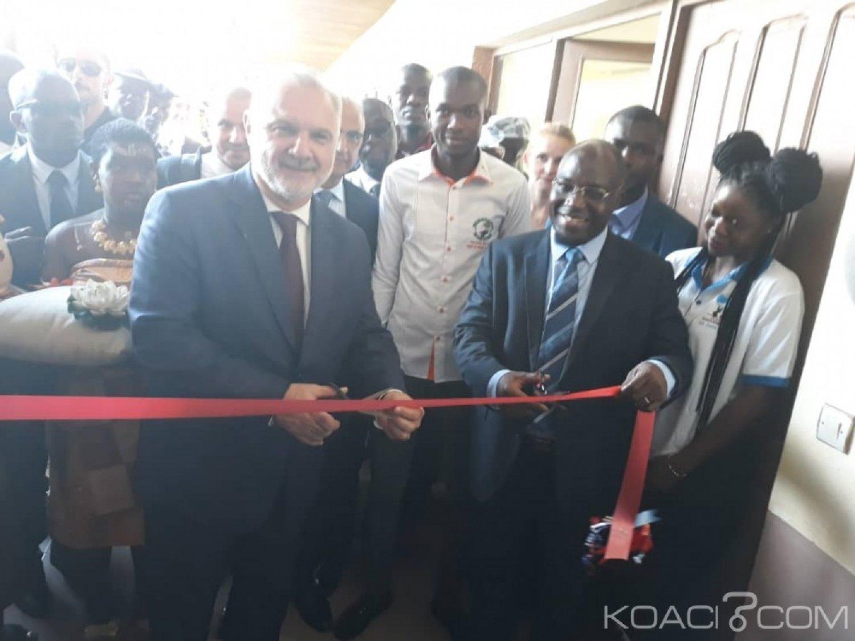 Côte d'Ivoire: À l'UAO de Bouaké pour l'inauguration de l'antenne Campus France,   Gilles Huberson remet des diplômes aux étudiants