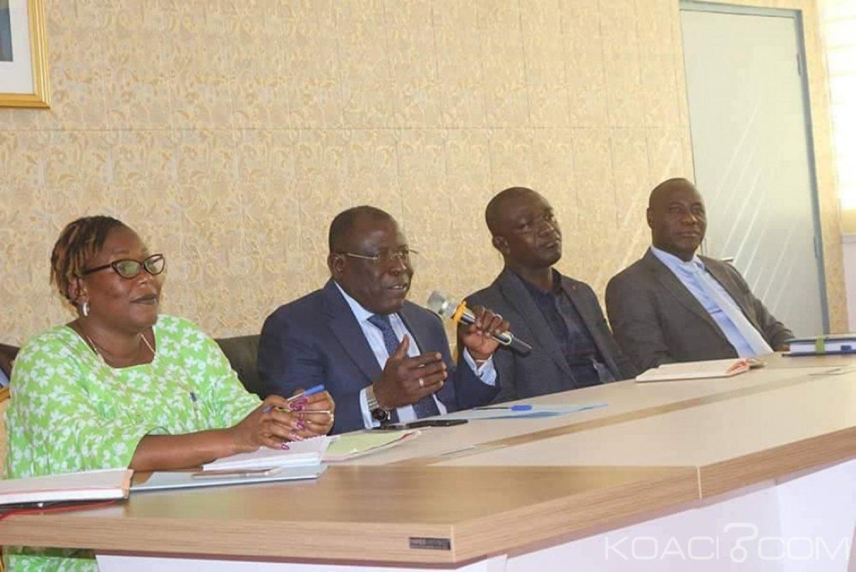 Côte d'Ivoire : A Koumassi, face aux rumeurs de leur éviction du site qu'ils occupent, les acteurs de la filière friperie  échangent avec Bacongo