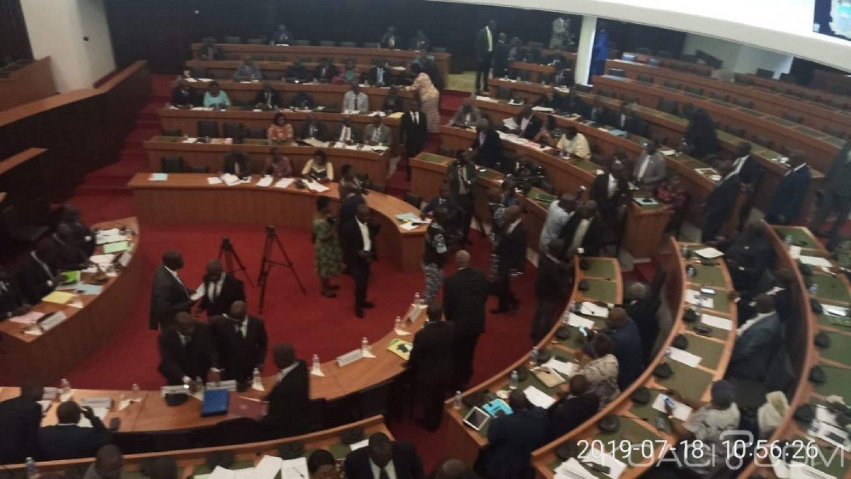 Côte d'Ivoire : CEI, le projet de loi portant recomposition adopté par 24 députés de la CAGI sur 36 présents