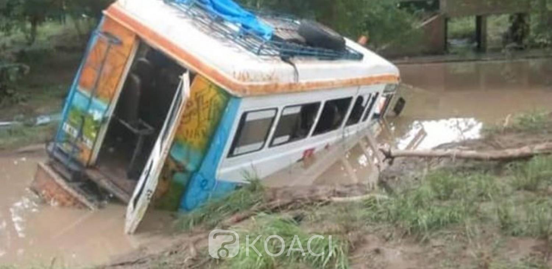 Burkina Faso: Un car emporté par les eaux, 4 morts et 15 blessés