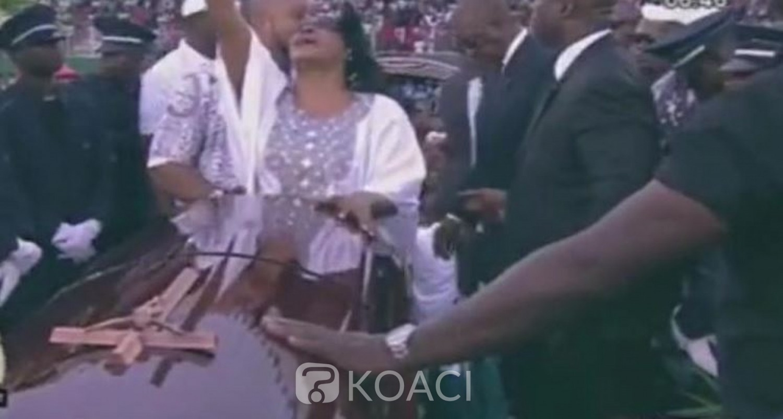 Côte d'Ivoire: Au stade, les obsèques de DJ Arafat se passent sans incident majeur, émotions insoutenables à l'arrivée de la dépouille