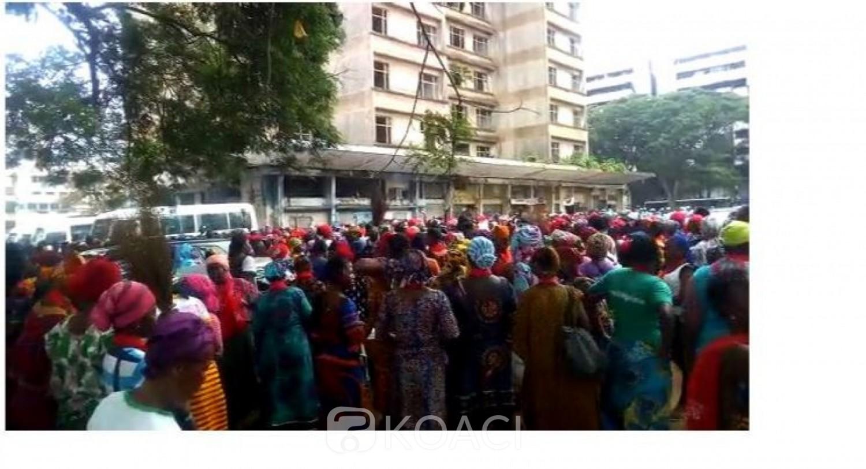 Côte d'Ivoire: Sans salaire depuis des mois, plusieurs femmes balayeuses marchent vers la Présidence au Plateau