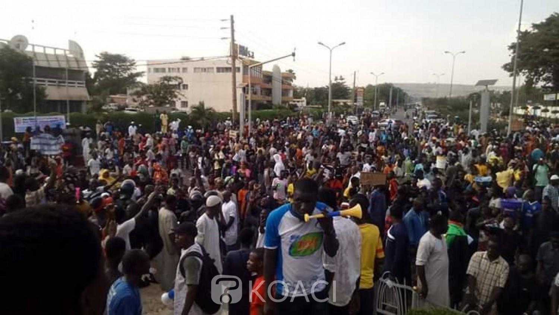 Mali: A Bamako, marche de soutien à l'armée après des attaques terroristes, les forces étrangères contestées