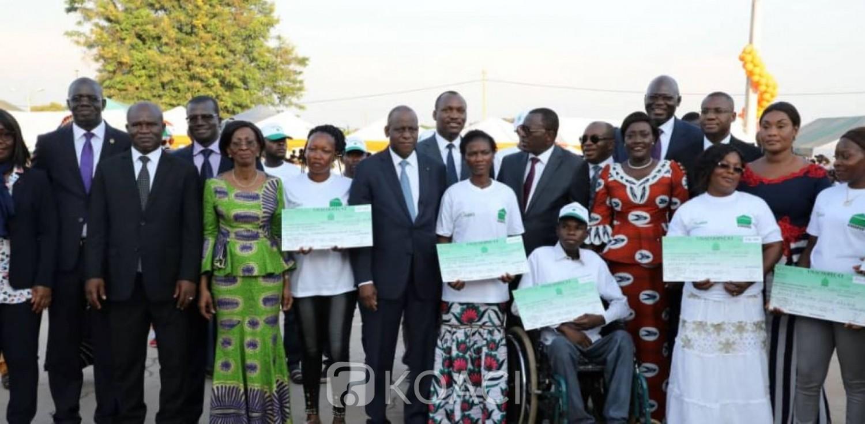 Côte d'Ivoire :   En marge de la visite d'Etat dans le Hambol, 500 jeunes entrepreneurs de Katiola reçoivent des chèques d'un montant de 261 millions de FCFA pour le financement de leur projet