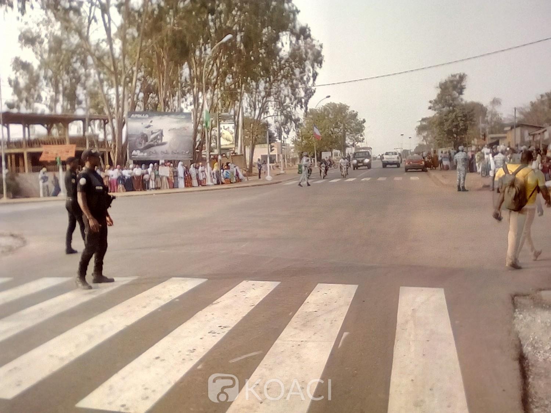 Côte d'Ivoire: Bouaké, les carrefours pris d'assaut en attente de l'arrivée de Macron, voici l'itinéraire emprunté par les chefs d'État