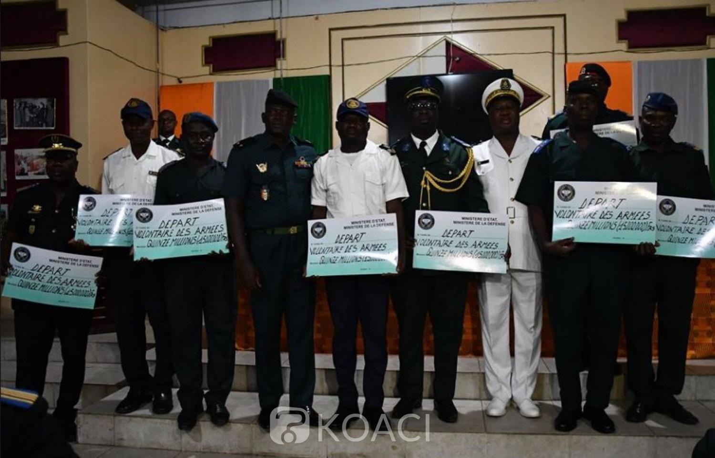 Côte d'Ivoire: FACI, 400 militaires admis aux départs volontaires reçoivent leur chèque de 15 millions chacun