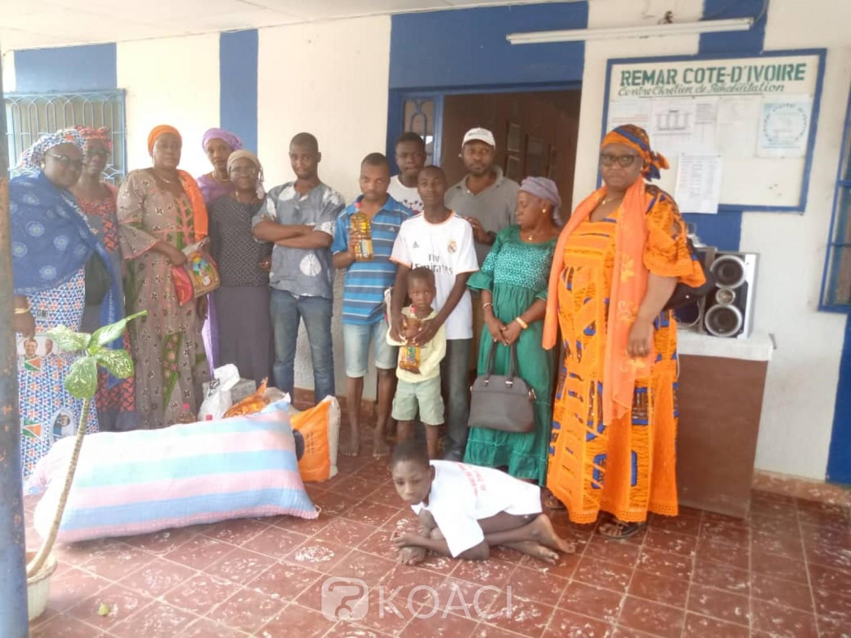 Côte d'Ivoire: Bouaké, pour leurs permettre de fêter dignement, des enfants comblés par les femmes de Monhadih