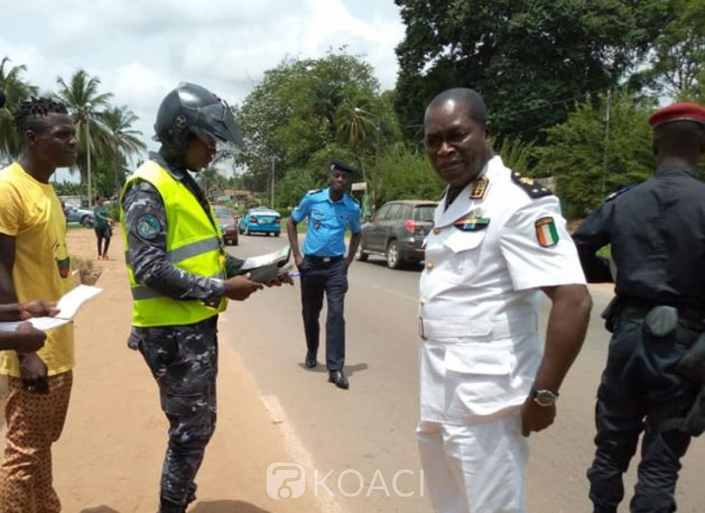 Côte d'Ivoire : Dabou,  Ange Kessi surprend des policiers et gendarmes à un point  de contrôle illégal