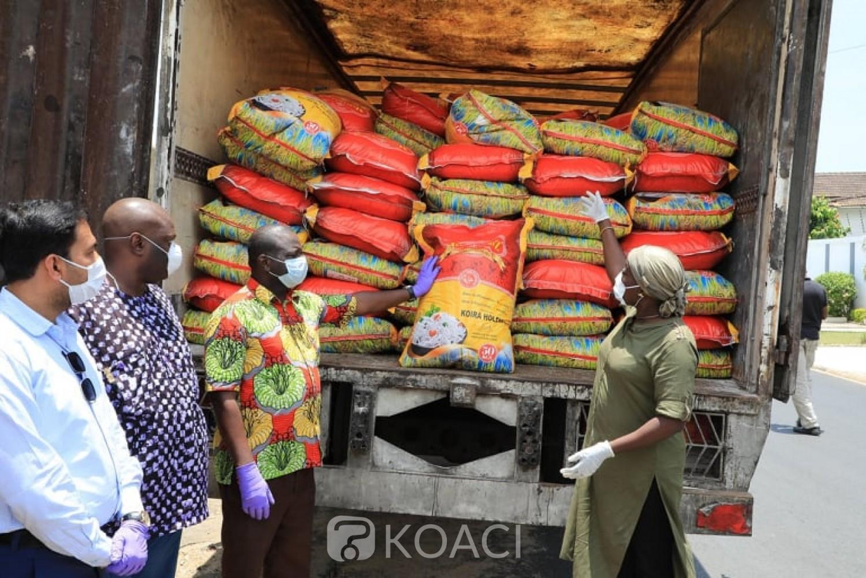 Côte d'Ivoire :  Chaîne de solidarité contre le COVID-19, une Holding fait don de 100 tonnes de riz au ministère de la Solidarité de la cohésion sociale