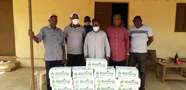 Côte d'Ivoire : Botro, pour protéger les siens contre le Covid-19, les désinfectants offerts par le DG du trésor
