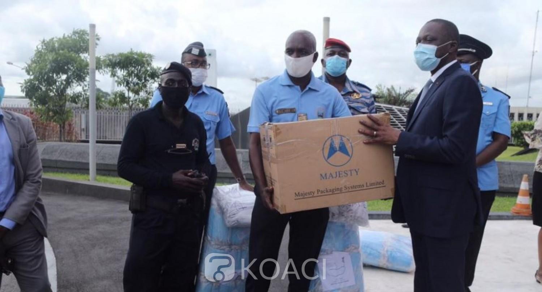 Côte d'Ivoire :  Lutte contre le COVID-19, le Gouvernement offre 20 000 masques aux conducteurs et usagers de la route