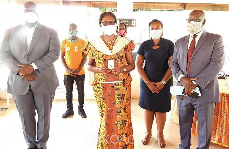 Côte d'Ivoire : Simone Gbagbo après son enrôlement, « il est important de se faire enrôler pour avoir CNI  et surtout pour pouvoir voter »