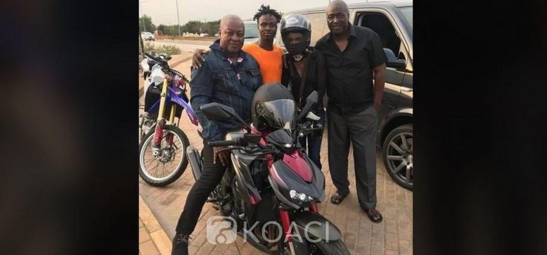 Ghana :  Sortie de Mahama à moto