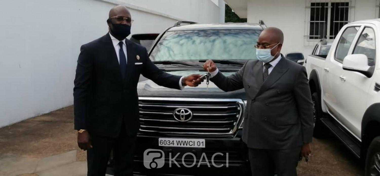 Côte d'Ivoire : Pour la victoire du RHDP dans le Guemon, en plus des cinq 4×4, Meambly offre 5 500 timbres pour l'enrôlement