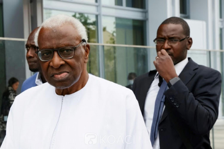 Sénégal : Jugé à Paris pour corruption, Lamine Diack charge son fils et le traite de voyou