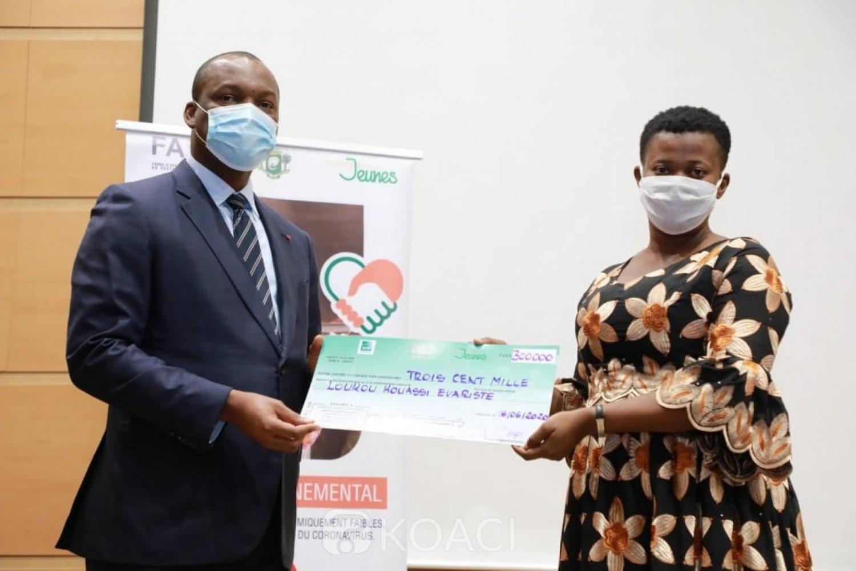 Côte d'Ivoire :   1022 acteurs de la culture ont reçu 300 mille FCFA de subvention chacun pour un montant total de 306, 6 millions de FCFA dans le cadre du Fonds d'appui au secteur informel
