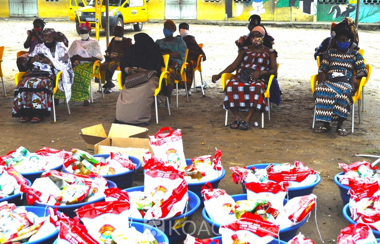 Côte d'Ivoire : Solidarité Covid-19, des veuves de la commune de Yopougon soulagées avec 300 kits alimentaires par les employés de MTN