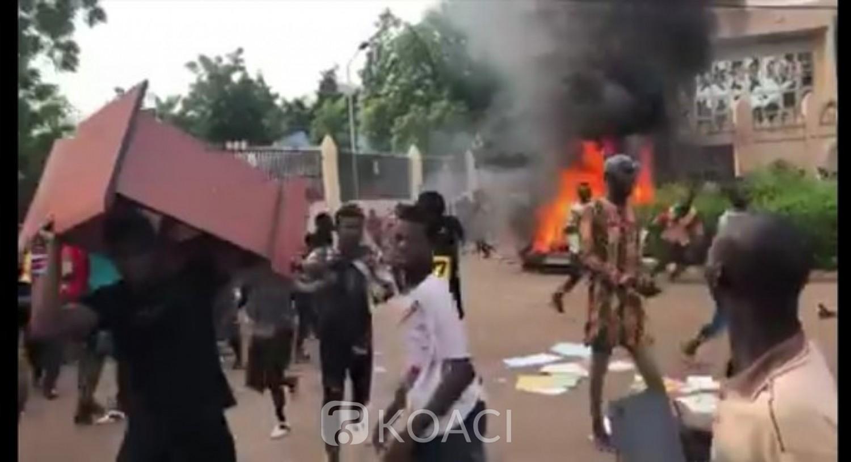 Mali :  L'Assemblée nationale saccagée, la télévision nationale occupée par des manifestants