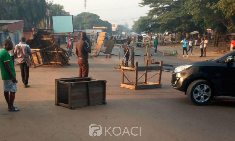 Côte d'Ivoire : Des barricades contre la candidature d'Alassane Ouattara et des bus agressés à Yopougon, perturbent les activités