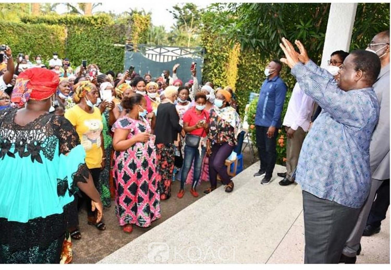 Côte d'Ivoire : Rumeurs d'arrestation de Bédié, les femmes de son parti se constituent en bouclier humain devant sa résidence