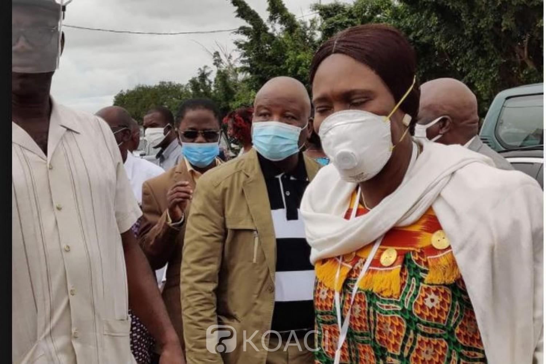 Côte d'Ivoire : A Bonoua, Simone Gbagbo et sa délégation aux populations : «Nous sommes fiers de vous, vous êtes le modèle que tous les Ivoiriens veulent suivre»