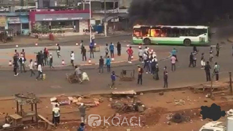 Côte d'Ivoire : Les casseurs en action à Yopougon, un bus incendié
