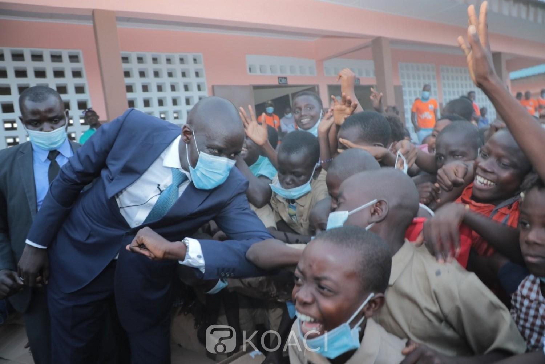 Côte d'Ivoire : Port-Bouët, le ministre Cissé fait don d'une école primaire de six classes entièrement équipées aux élèves du village d'Adjahui-Coubè au nom de Ouattara
