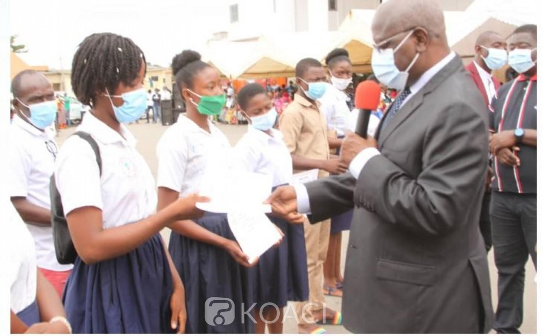 Côte d'Ivoire : Cérémonie de remise officielle de bons de prise en charge scolaire à Yopougon,  le Maire : « La politique, c'est apporter un mieux-être aux populations »