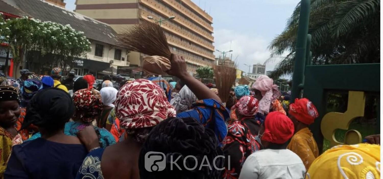 Côte d'Ivoire : Nouvelle manifestation des balayeuses du District d'Abidjan pour réclamer des « arriérés  de salaires »