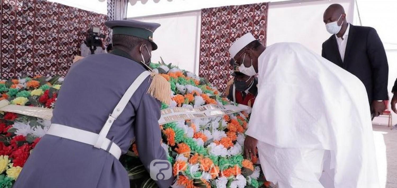 Côte d'Ivoire : Au nord pour les bénédictions de la présidentielle, Alassane Ouattara se recueille sur les tombes d'Amadou Gon et du patriarche Péléforo Gbon Coulibaly