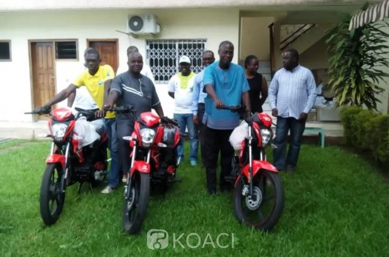 Côte d'Ivoire : Yamoussoukro, appui du Gouvernement à la filière hévéa, les secteurs hévéicoles dotés de motos et de deux pick-up