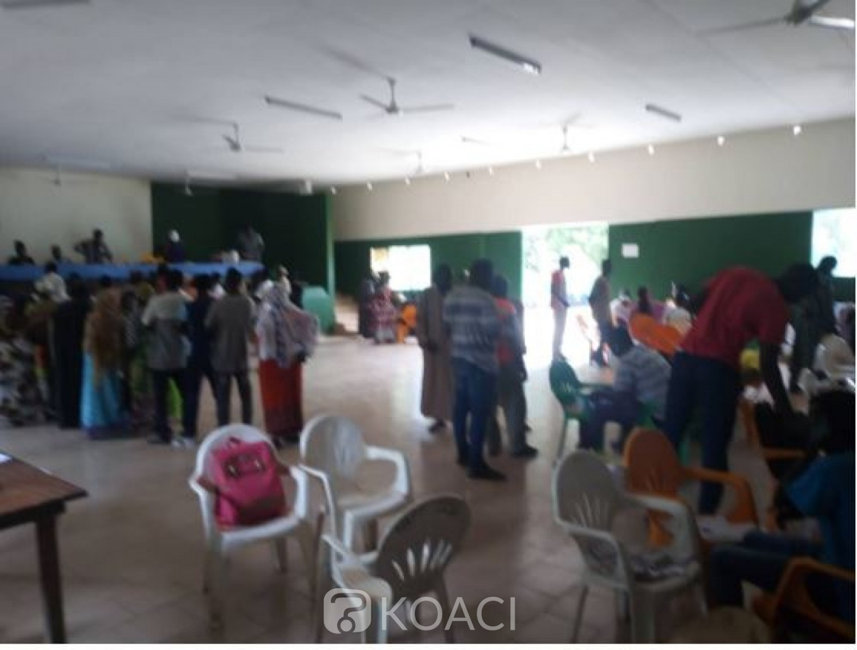 Côte d'Ivoire : Face aux menaces à Issia, les agents de la CEI regroupés dans un lieu  unique pour la distribution des cartes d'électeurs